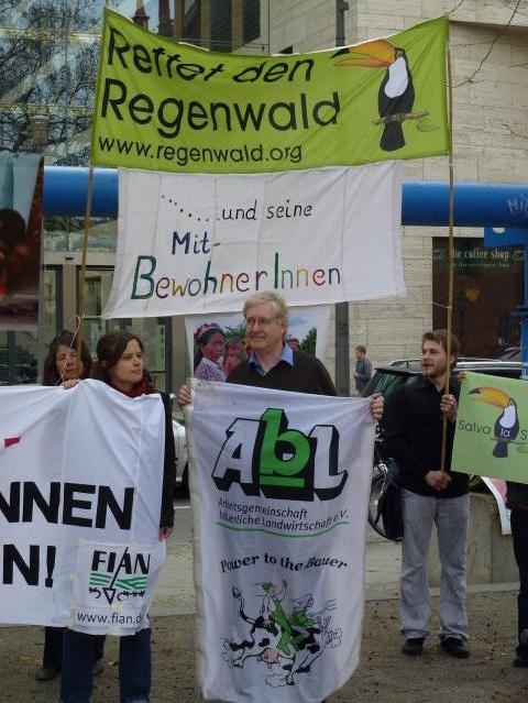 Tag der Landlosen 17.04.13 - Aktion vor dem Auswärtigen Amt | Copyright FIAN Deutschland